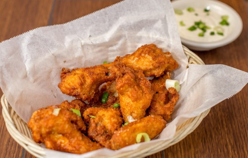 What To Drink With Chicken Wings And Your Other Superbowl Snacks