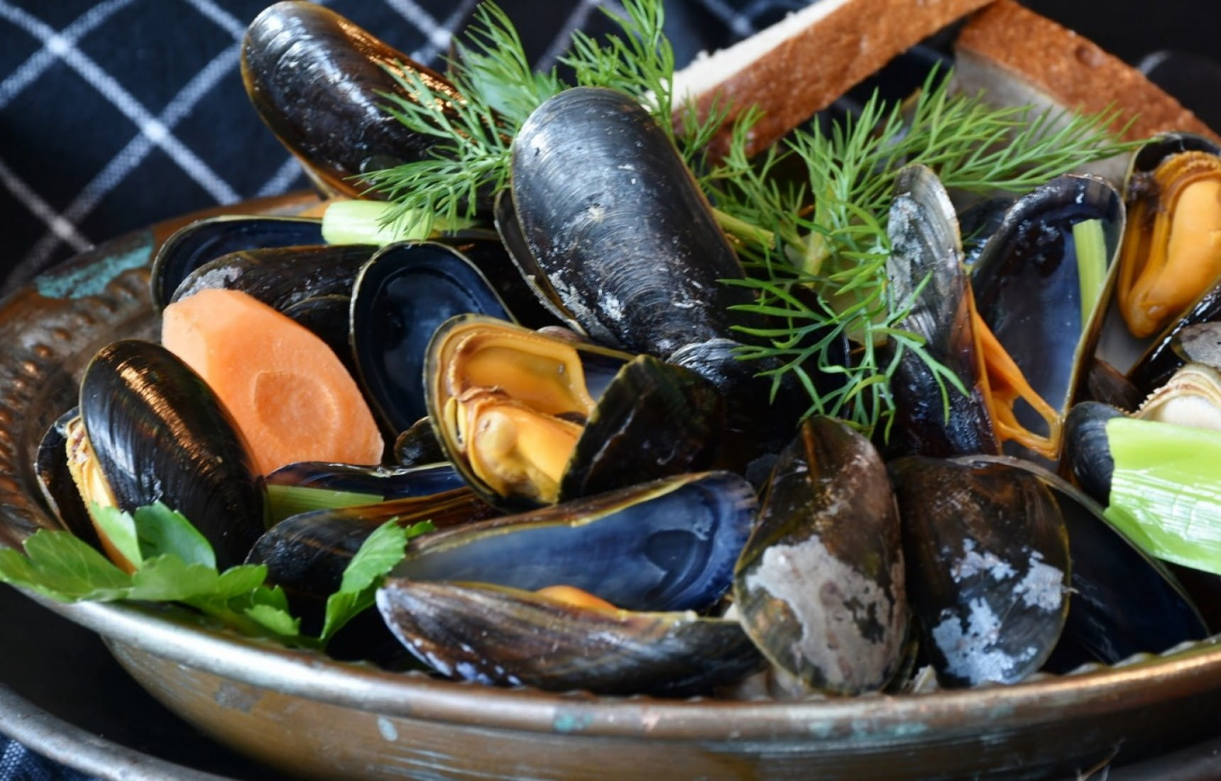 The Best Wine And Beer Pairings For Mussels Moules Matching Food